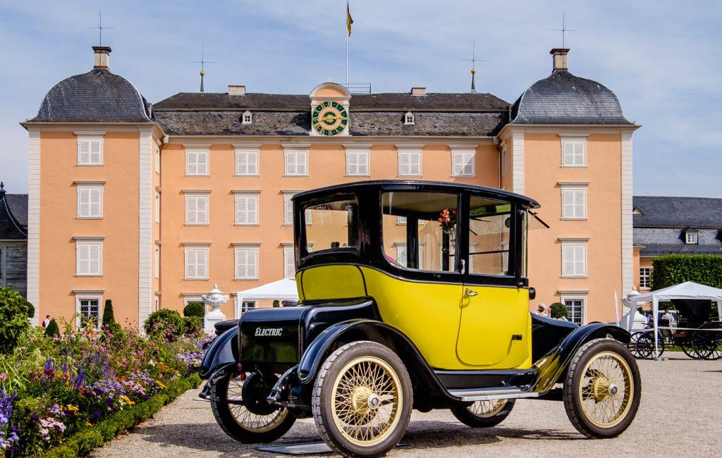 Oldtimer-Parade im Schlosspark Schwetzingen