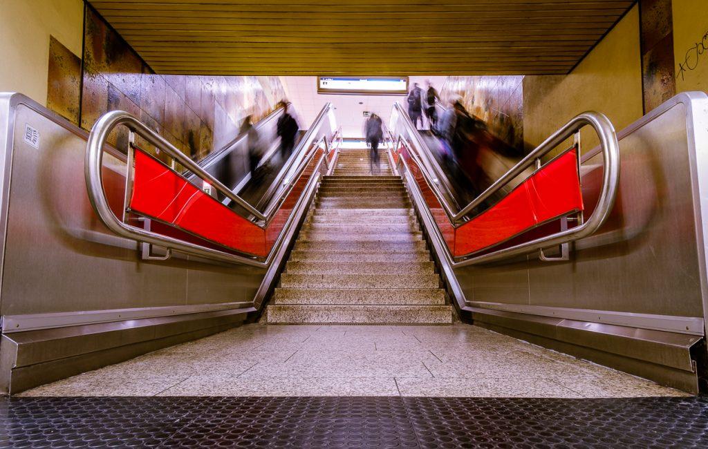 Straßenbahn-Haltestelle Rathaus-Center